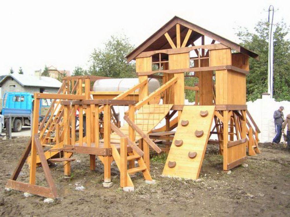 Игровая детская площадка из дерева